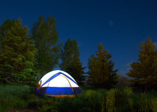 Photo tent camping under stars full moon