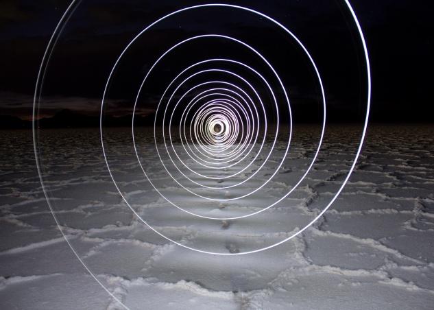 Light painting photo vortex bonneville salt flats