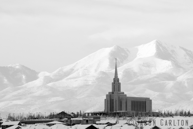 photo LDS Mormon temple Oquirrh Mountains Utah