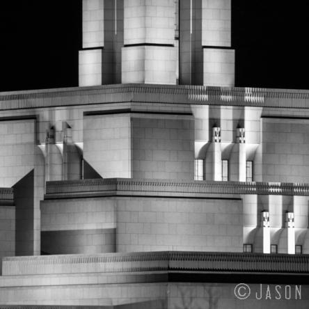 photo building black and white Draper Utah Temple