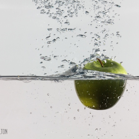 photo green apple splash water