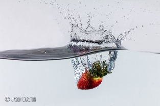 photo strawberry splash water