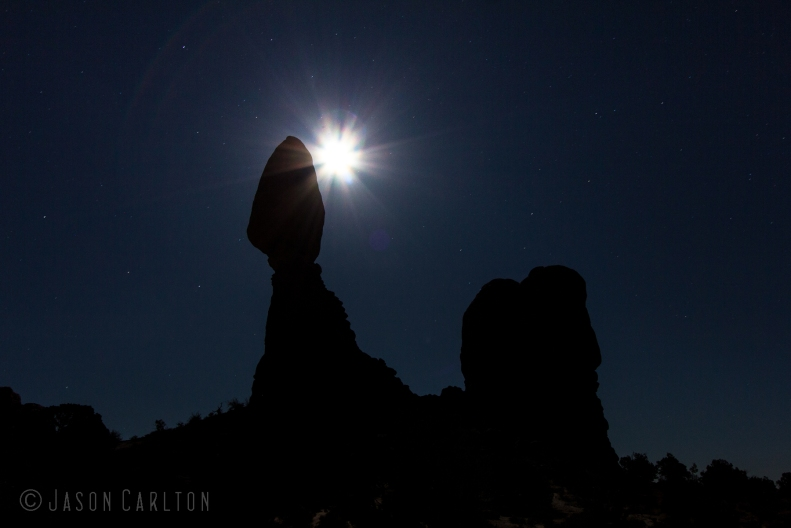 Photo moon Balanced Rock in Arches National Park